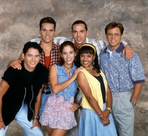 """Rocky, Tommy, Billy, Adam, Kimberly e Aisha de """"Mighty Morphin Power Rangers"""""""