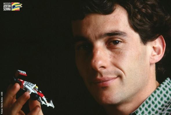 Ayrton Senna morreu ao 34 anos em um acidente de Fórmula 1, causando grande comoção (Foto: Reprodução/ Instituto Ayrton Senna)
