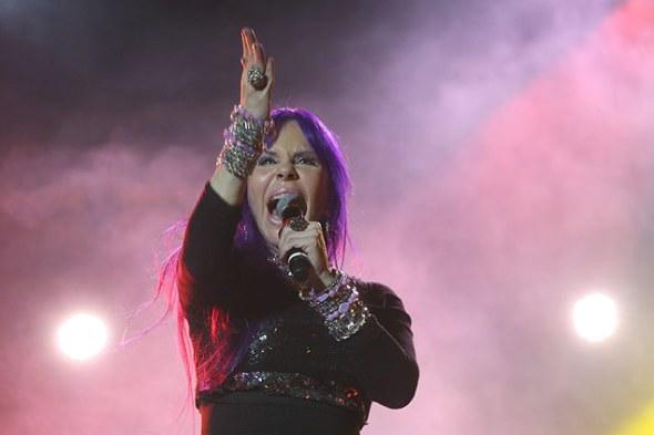 A cantora Baby do Brasil durante show no palco Júlio Prestes durante a Virada Cultural 2014 (foto: Danilo Verpa/Folhapress)