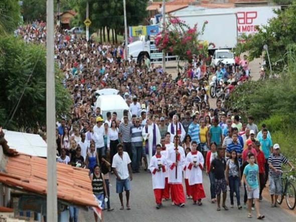 Enterro de uma das vítimas do estupro coletivo em Castelo do Piauí
