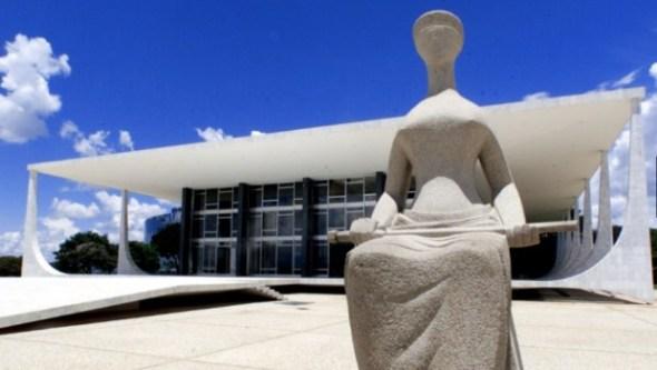 Justiça-1-Estátua-simbolizando-a-Justiça-fica-em-frente-à-sede-do-Supremo-Tribunal-Federal-na-praça-dos-Três-Poderes-em-Brasília